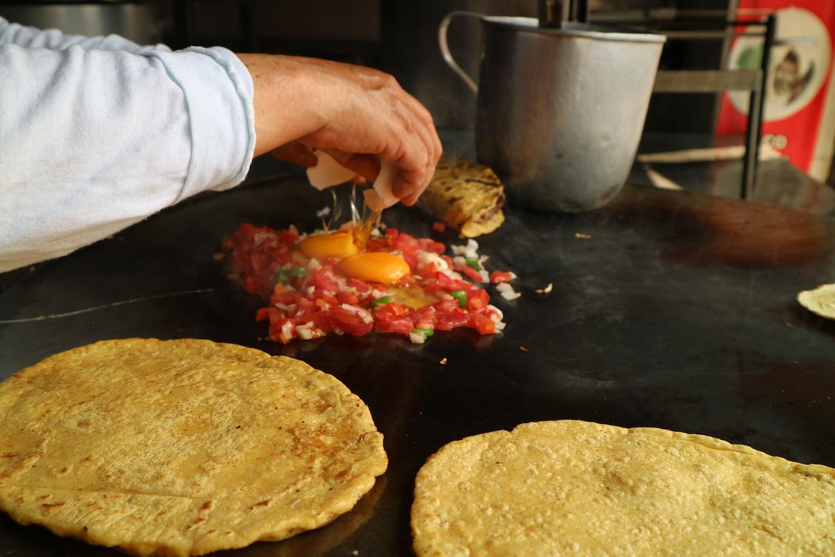 Mexicaanse eieren ontbijt