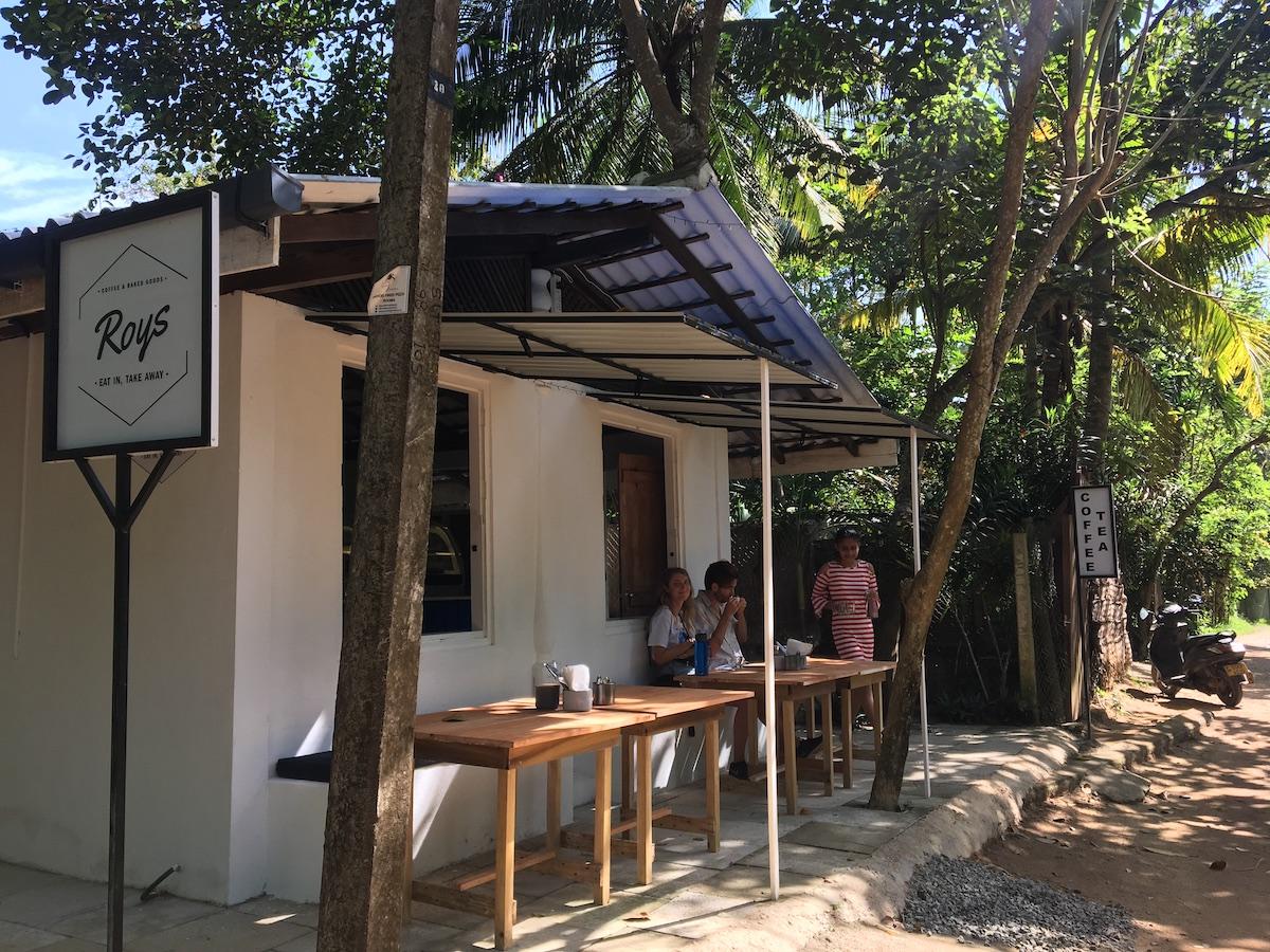 Roys koffiebar in Hiriketiya, Sri Lanka